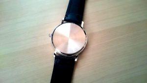 腕時計裏面
