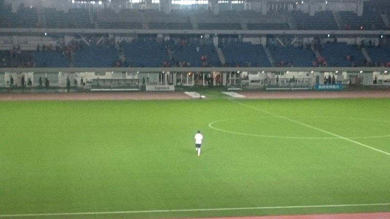 試合後にバックスタンドへ挨拶に訪れた永井