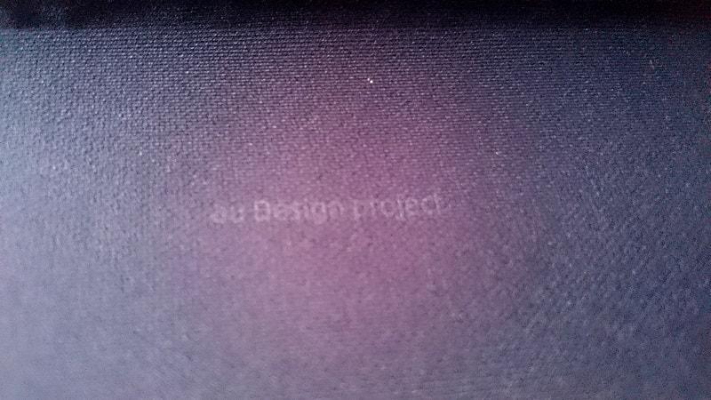 INFOBAR xv 専用ケースの底面に記されている文字