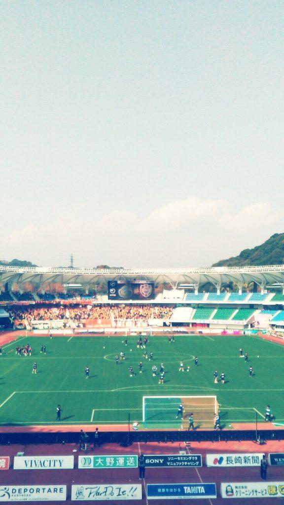 INFOBAR xvで撮影した試合前練習の風景写真