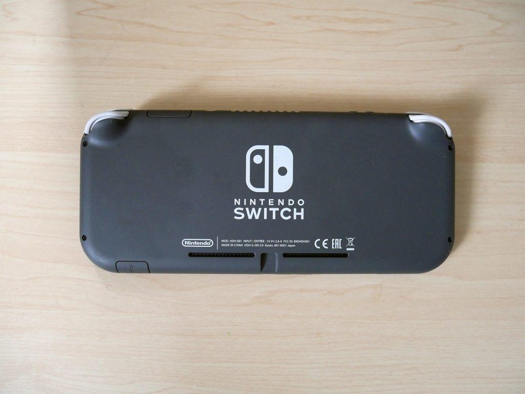Nintendo Switch lite裏面